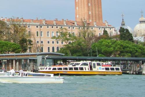 空港から船でヴェネツィアへ